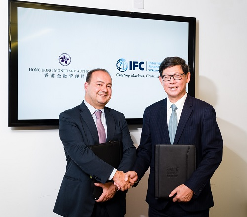 Mr Dimitris Tsitsiragos, IFC Vice President, New Business (left) greets Mr Norman Chan, Chief Executive of the HKMA (right). HKMA's new partnership with IFC provides a useful platform for the HKMA to broaden its investment opportunities in the credit market.