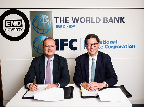 Mr Dimitris Tsitsiragos, IFC Vice President, New Business (left) and Mr Norman Chan, Chief Executive of the HKMA (right) sign an agreement on HKMA committing US$1 billion to IFC's MCPP for investing across sectors in emerging markets.
