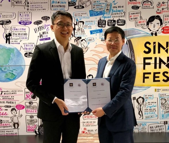 Mr Shu-Pui Li, Executive Director of the HKMA (right) and Mr Bernard Wee, Executive Director, Financial Markets Development Department of MAS (left) exchange a Memorandum of Understanding (MoU) in Singapore today to jointly develop the Global Trade Connectivity Network.