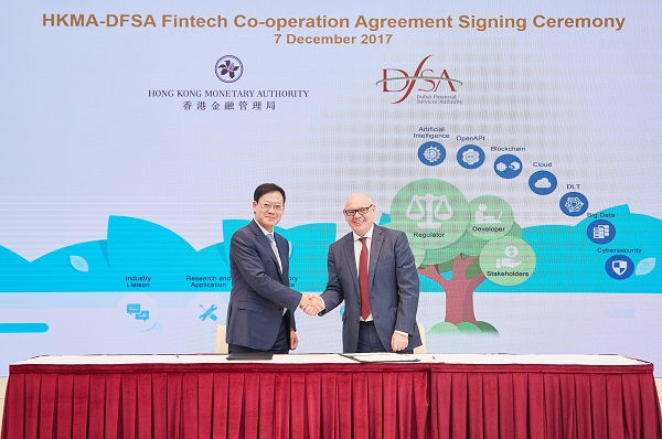 Mr Shu-pui Li, Executive Director (Financial Infrastructure) of the HKMA, and Mr Ian Johnston, Chief Executive of the DFSA, sign and exchange the Co-operation Agreement in Hong Kong today (7 December 2017).