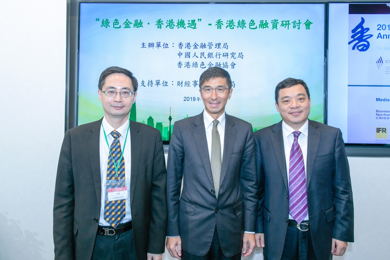 (From left to right) Mr Ma Jun, Chairman and President of the Hong Kong Green Finance Association (HKFGA), Mr Vincent Lee, Executive Director (External) of the Hong Kong Monetary Authority (HKMA), and Mr Zhou Chengjun, Deputy Director‐General of the Research Bureau of the People's Bank of China (PBoC), are pictured at seminar on