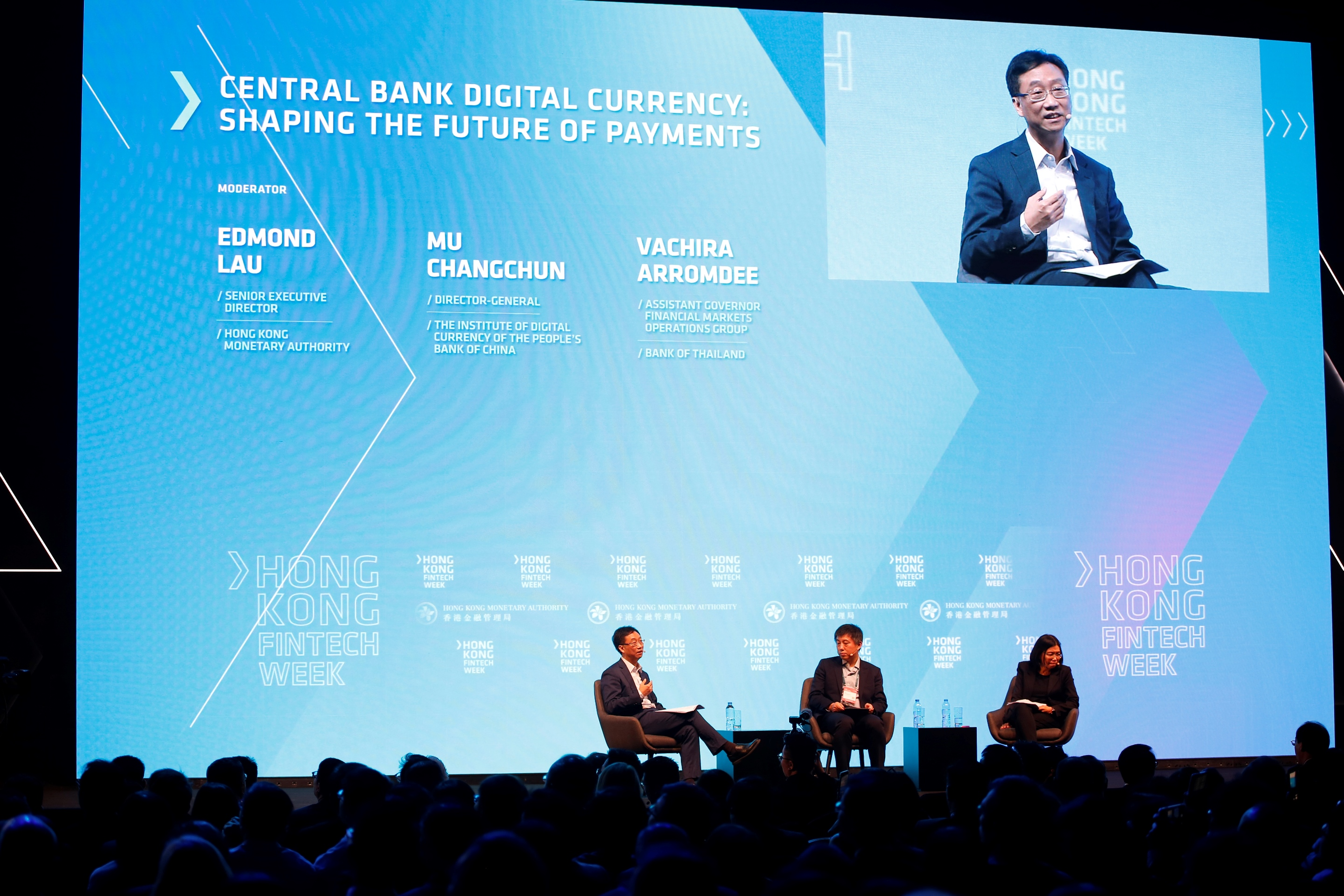 Mr Edmond Lau, Senior Executive Director of the HKMA, moderates a panel discussion on how Central Bank Digital Currency could shape the future of cross-border payments.